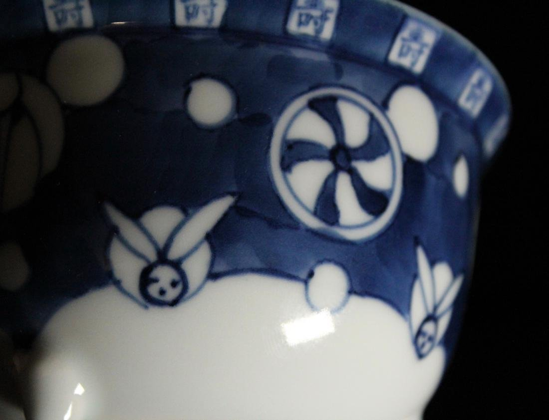 Pair Japanese Blue white Porcelain Teabowls with Cover - 6