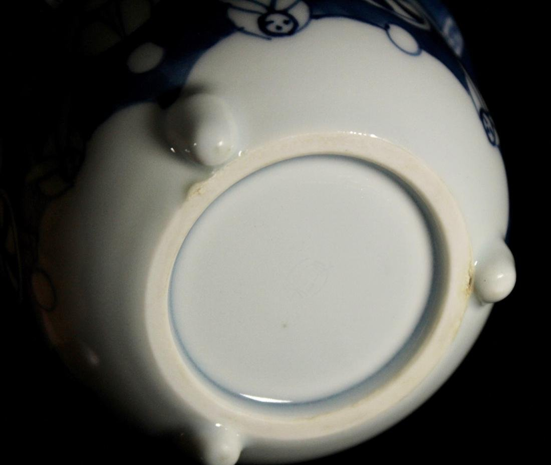 Pair Japanese Blue white Porcelain Teabowls with Cover - 8