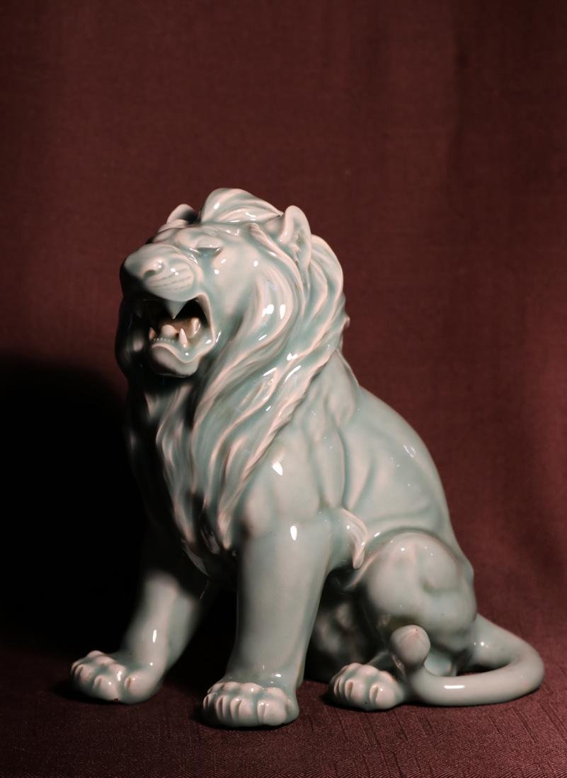 Japanese Celadon Porcelain Lion - Signed  云堂