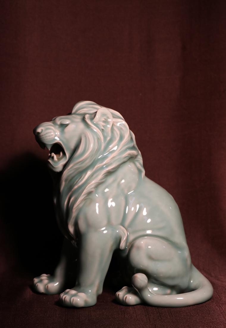 Japanese Celadon Porcelain Lion - Signed  云堂 - 3
