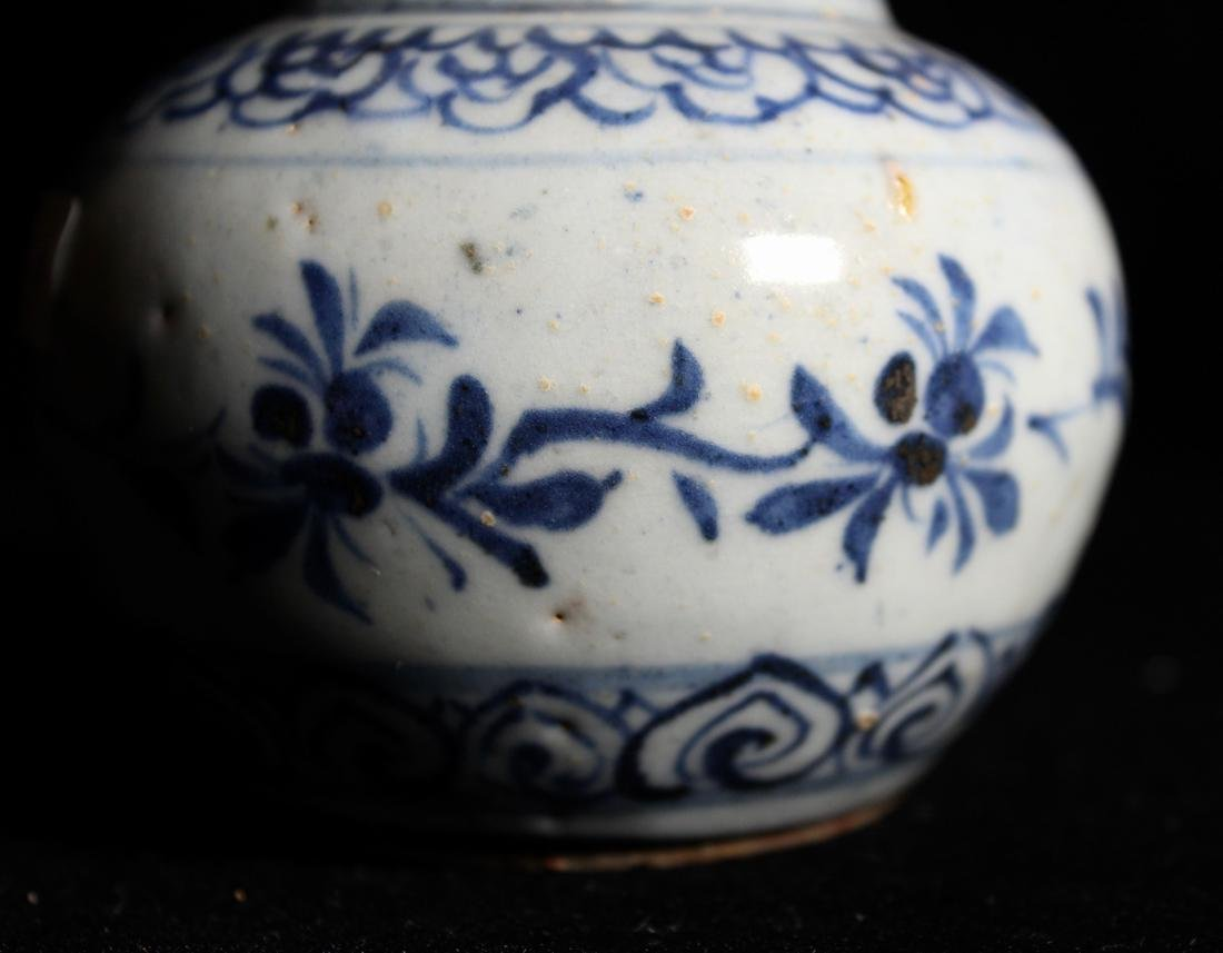 Chinese Small Ming Blue White Porcelain Vase - 3