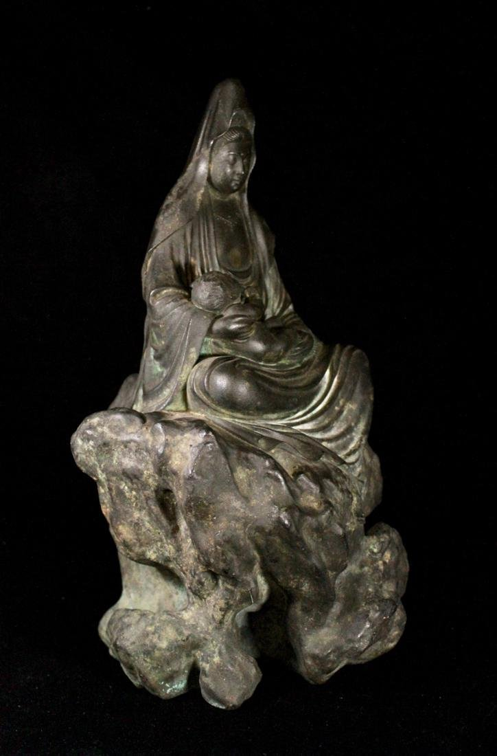 Meiji Japanese Bronze Kuanyin with Child sitted on Rock - 5
