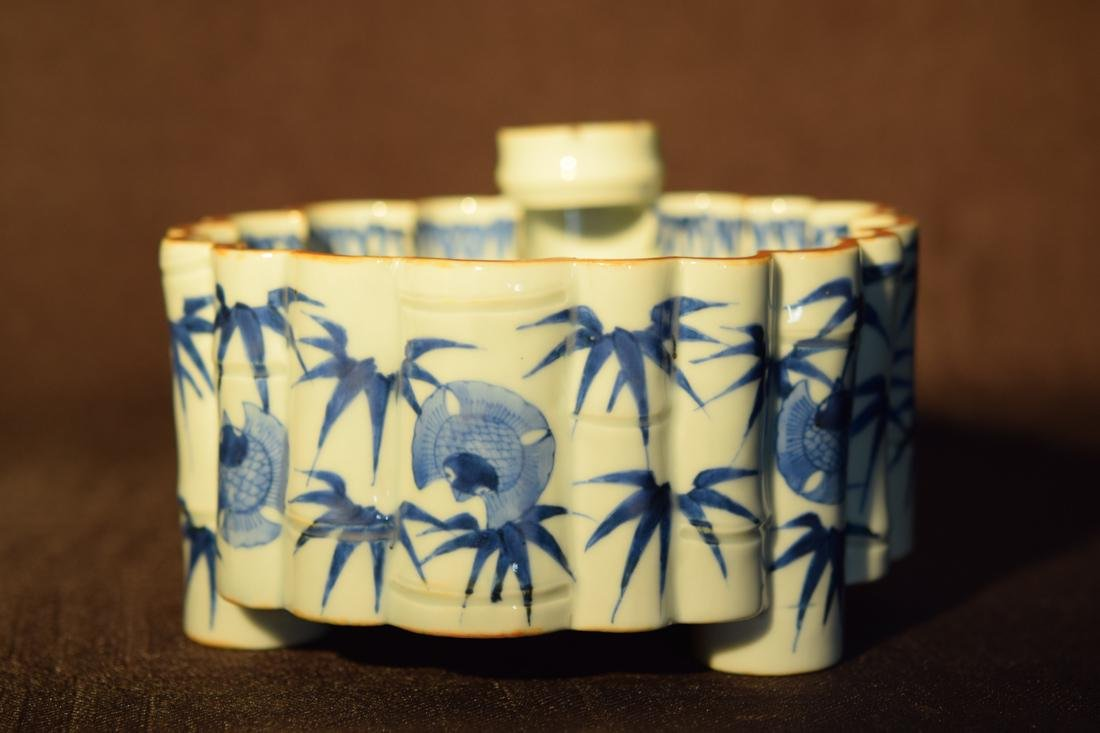 Japanese Blue White Porcelain Lobbed Bowl - 2