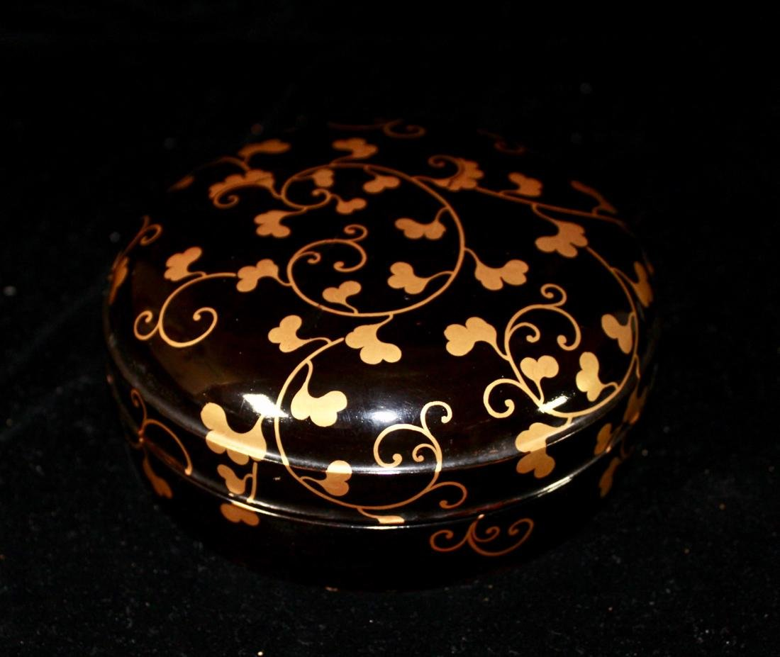 Japanese Black Lacquer Round Box with Gilt - 5