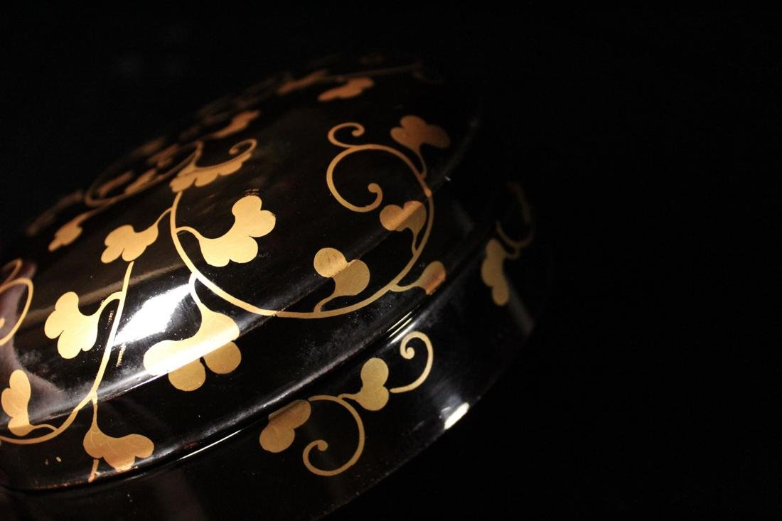 Japanese Black Lacquer Round Box with Gilt - 8