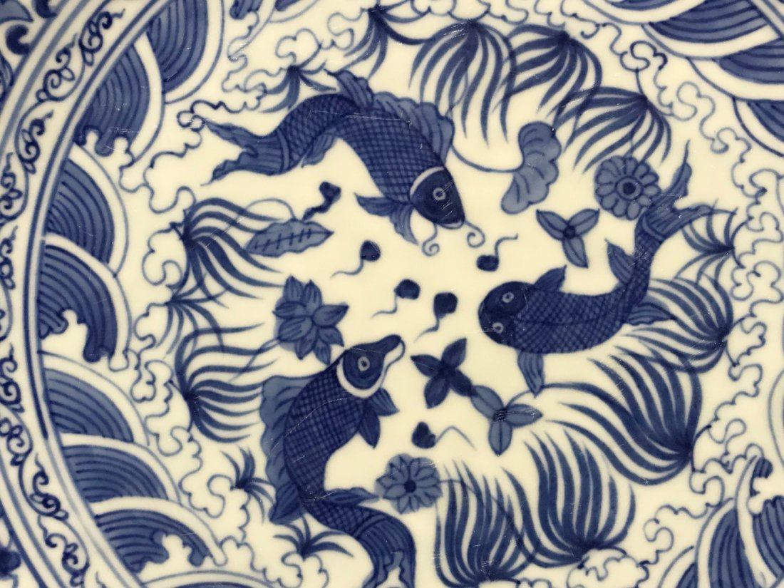 Chinese blue white porcelain charger with fish - 2