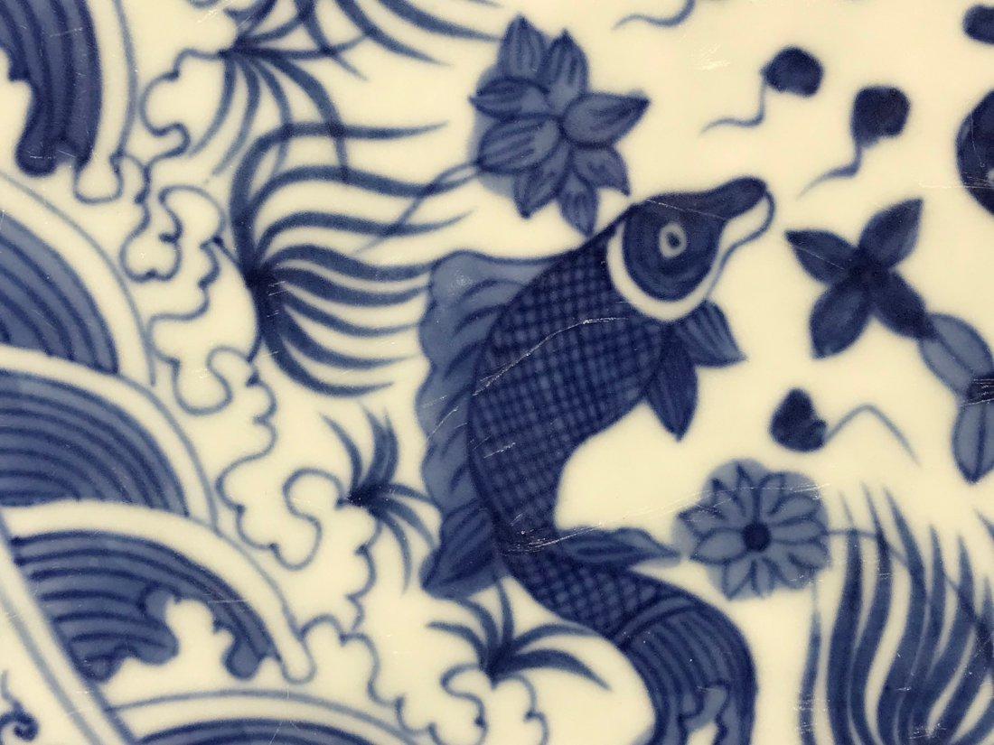 Chinese blue white porcelain charger with fish - 3