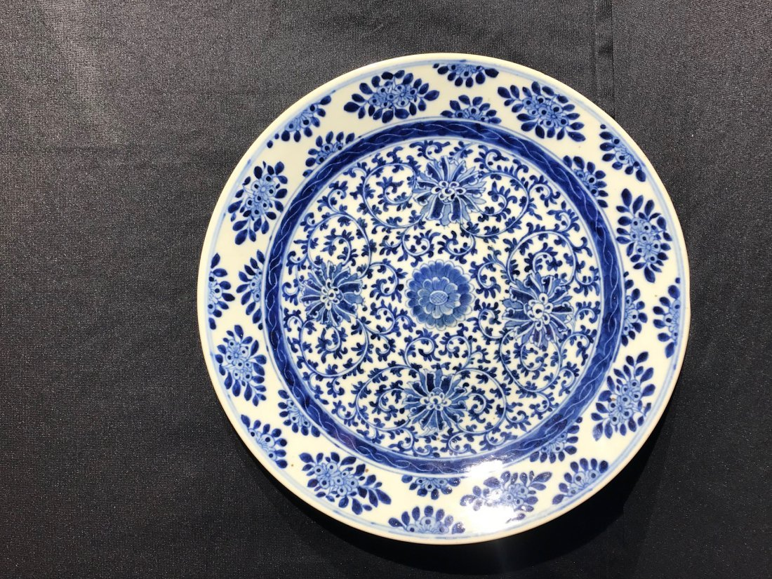 Chinese blue white porcelain charger with kangxi mark