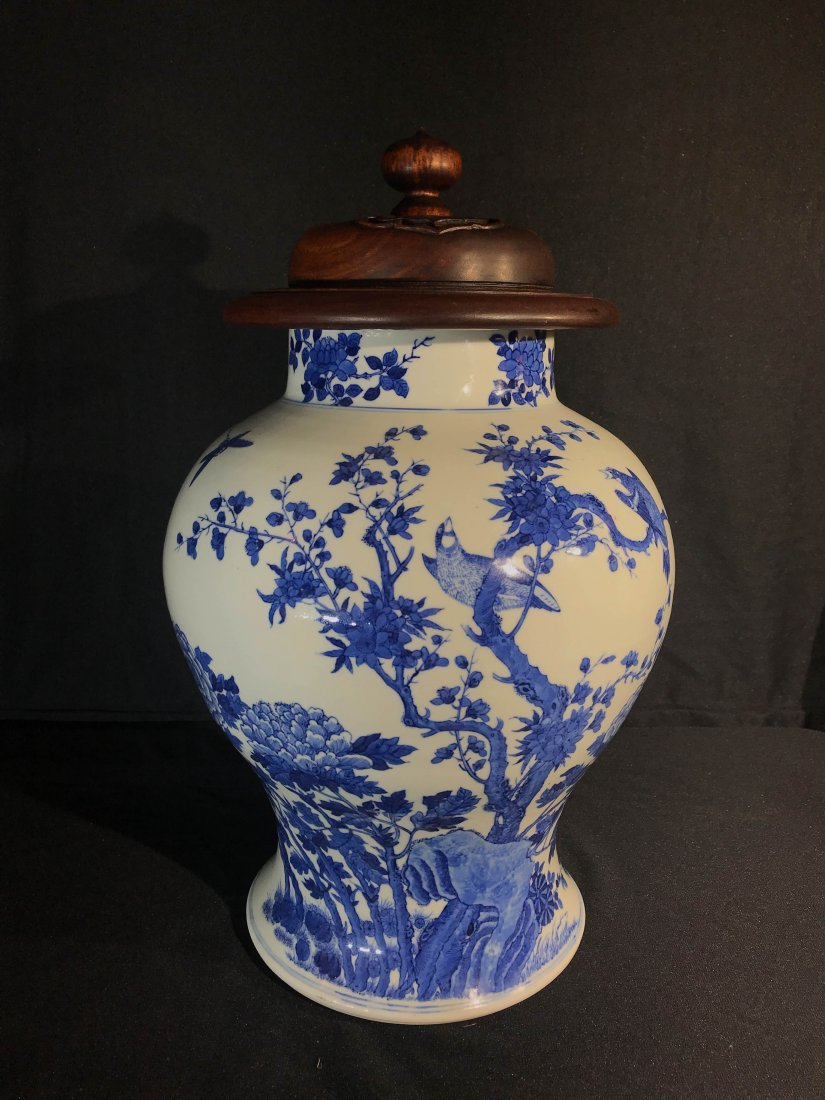 Chinese blue white porcelain jar with wood cover