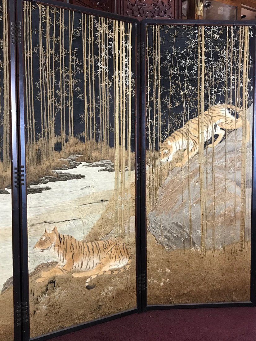 Japanese embroidery floor screen - tiger family  - 3