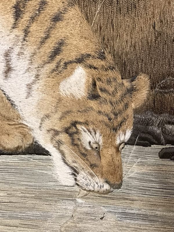 Japanese embroidery floor screen - tiger family  - 4