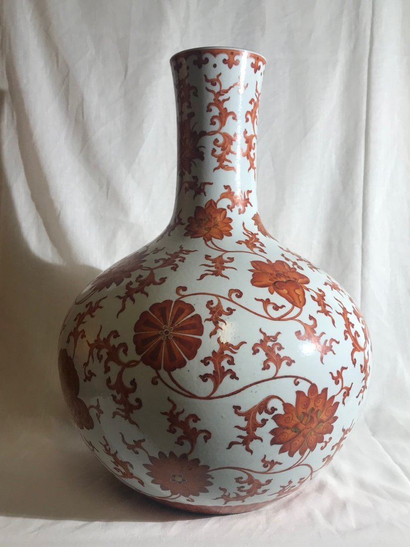 Large Chinese porcelain vase with red floral motif