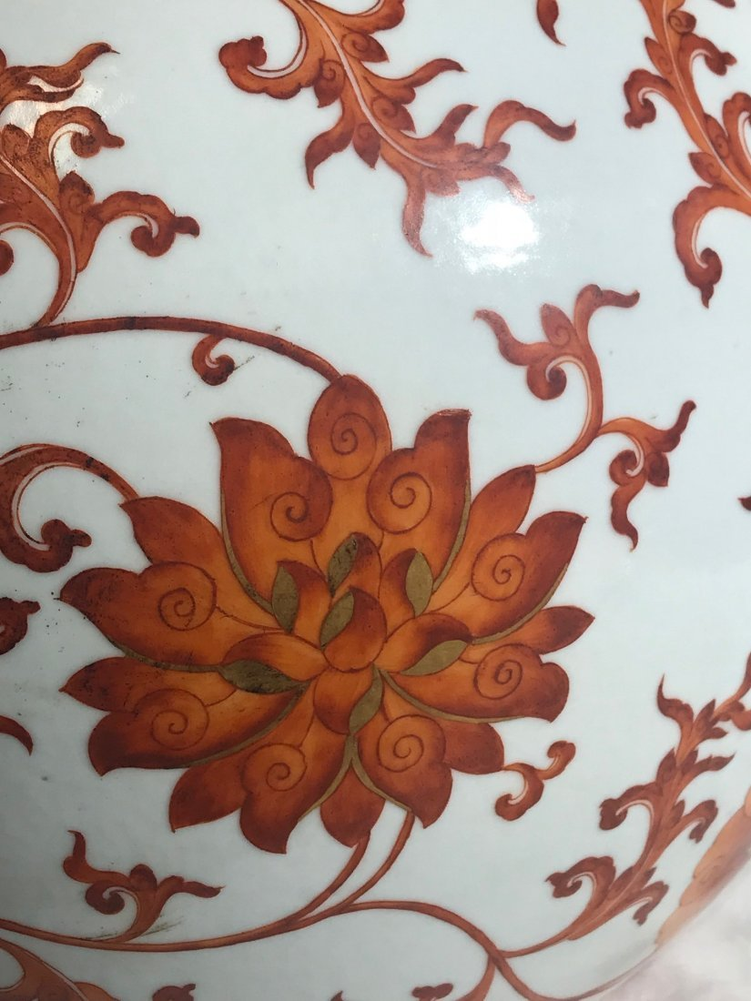 Large Chinese porcelain vase with red floral motif - 2