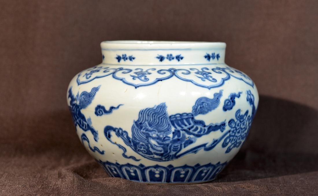 Chinese Blue White Porcelain Jar - Dragon Motif