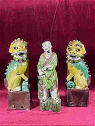Group pf three Chinese Porcelain Articles - Foolions