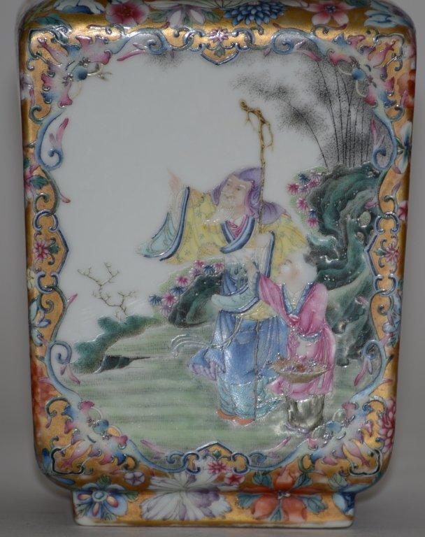 Fine Pair of Chinese Republic Porcelain Vases - 3