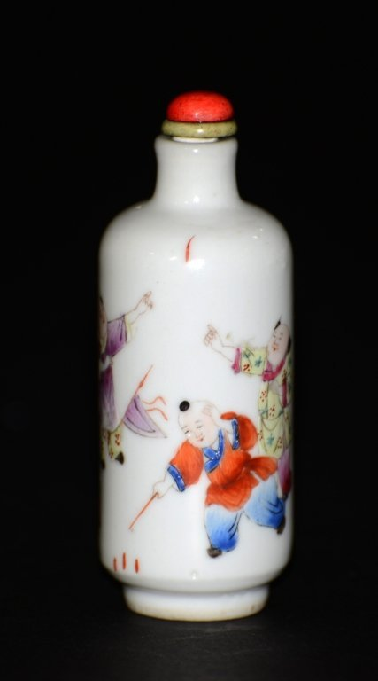 Chinese Famille Rose Porcelain Snuff Bottle