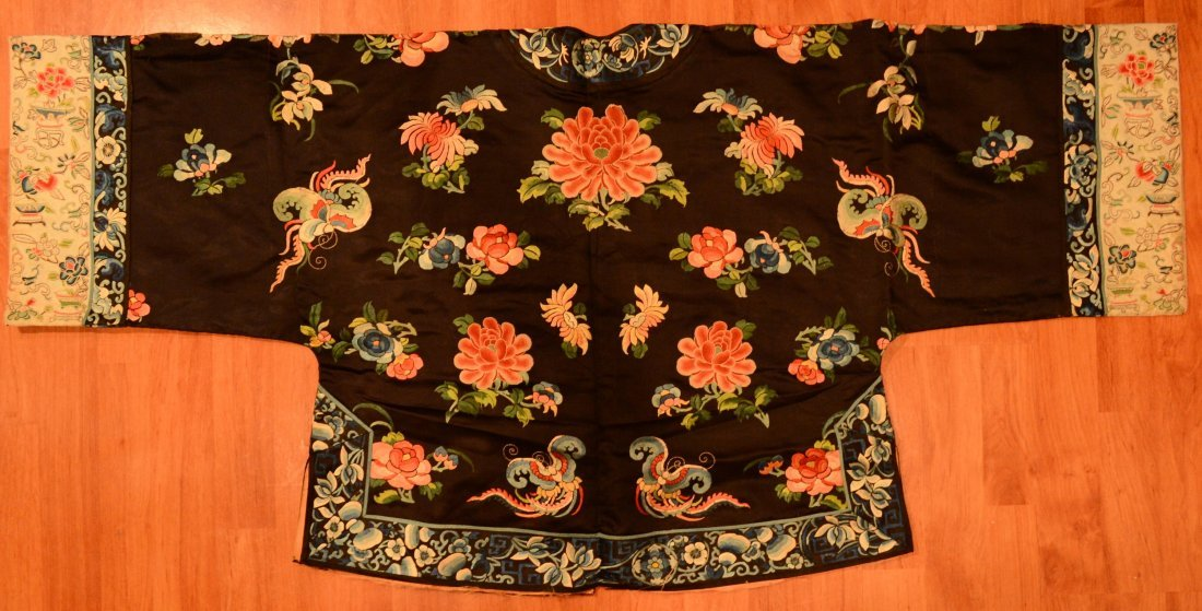 Chinese Embroidery Young Lady Robe
