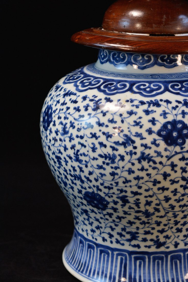 Chinese Blue White Porcelain Blauster Jar with Wood - 2