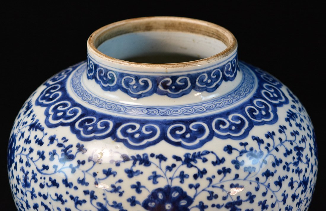 Chinese Blue White Porcelain Blauster Jar with Wood - 3