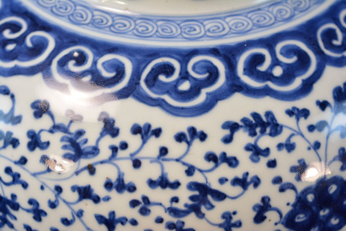 Chinese Blue White Porcelain Blauster Jar with Wood - 5