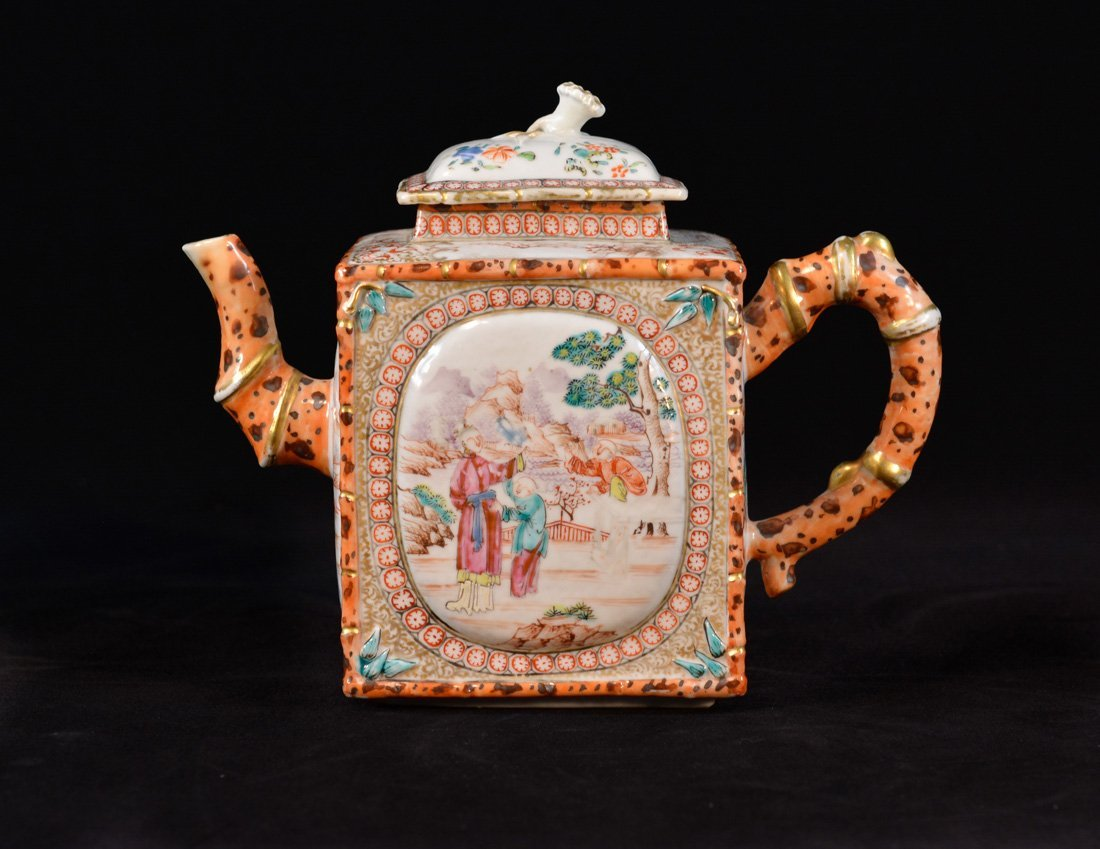 Rare Chinese Export Porcelain Teapot with Xiang Fei