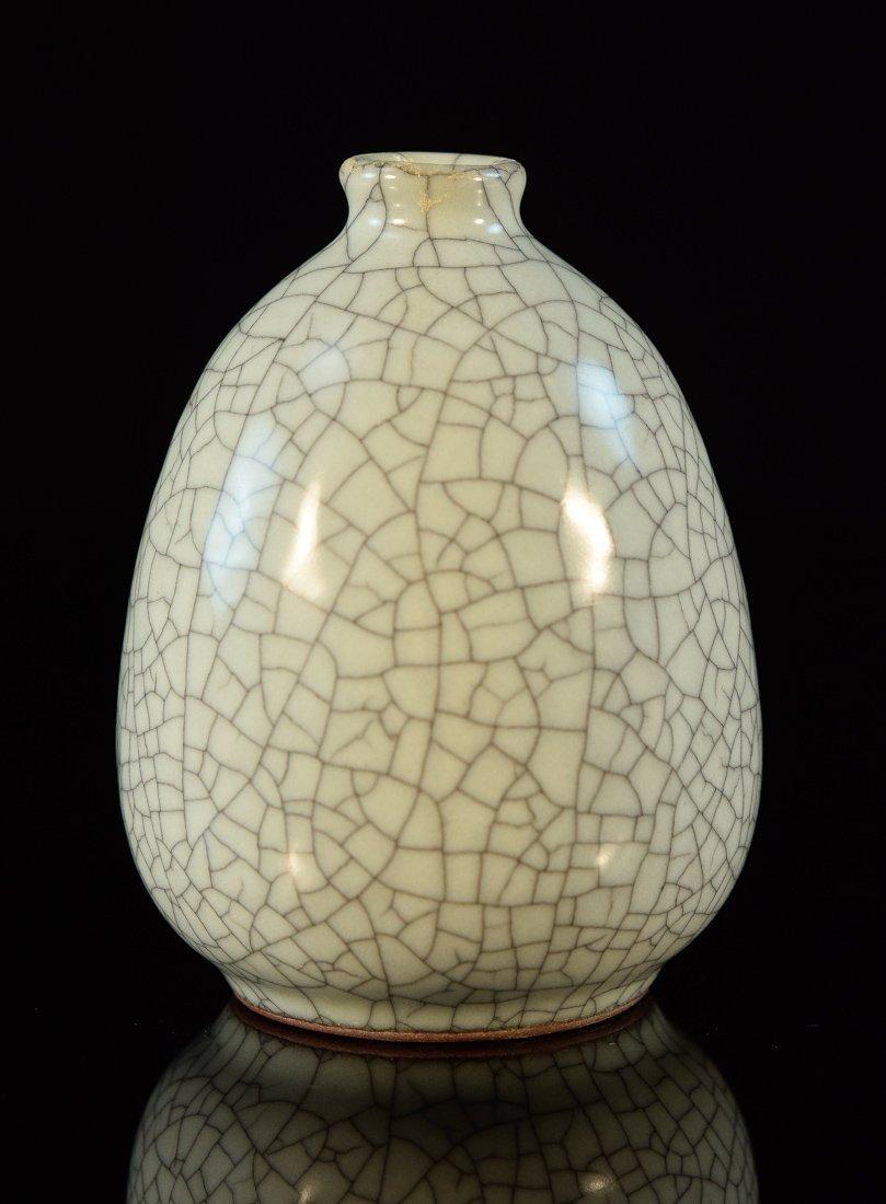 Chinese Ge Crackle Glazed Porcelain Vase