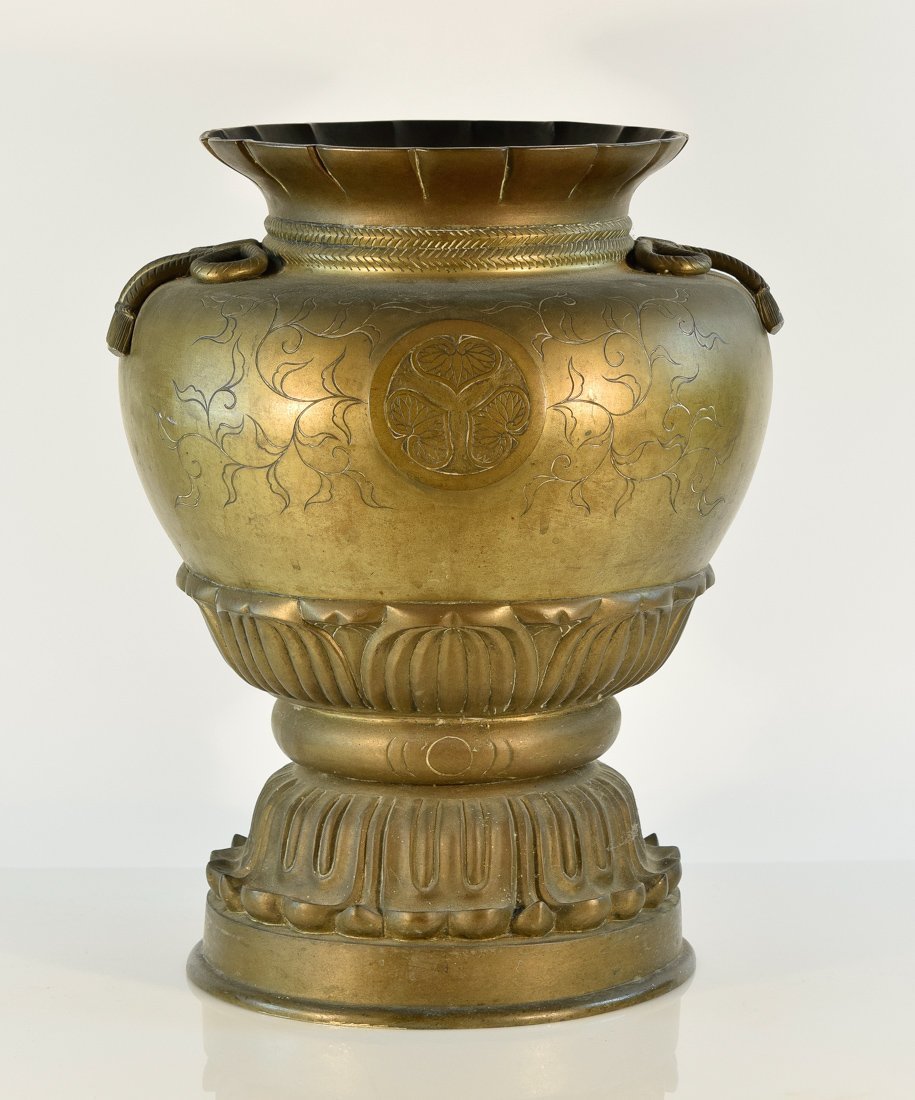 Large Japanese Bronze Vase with Familly Crest