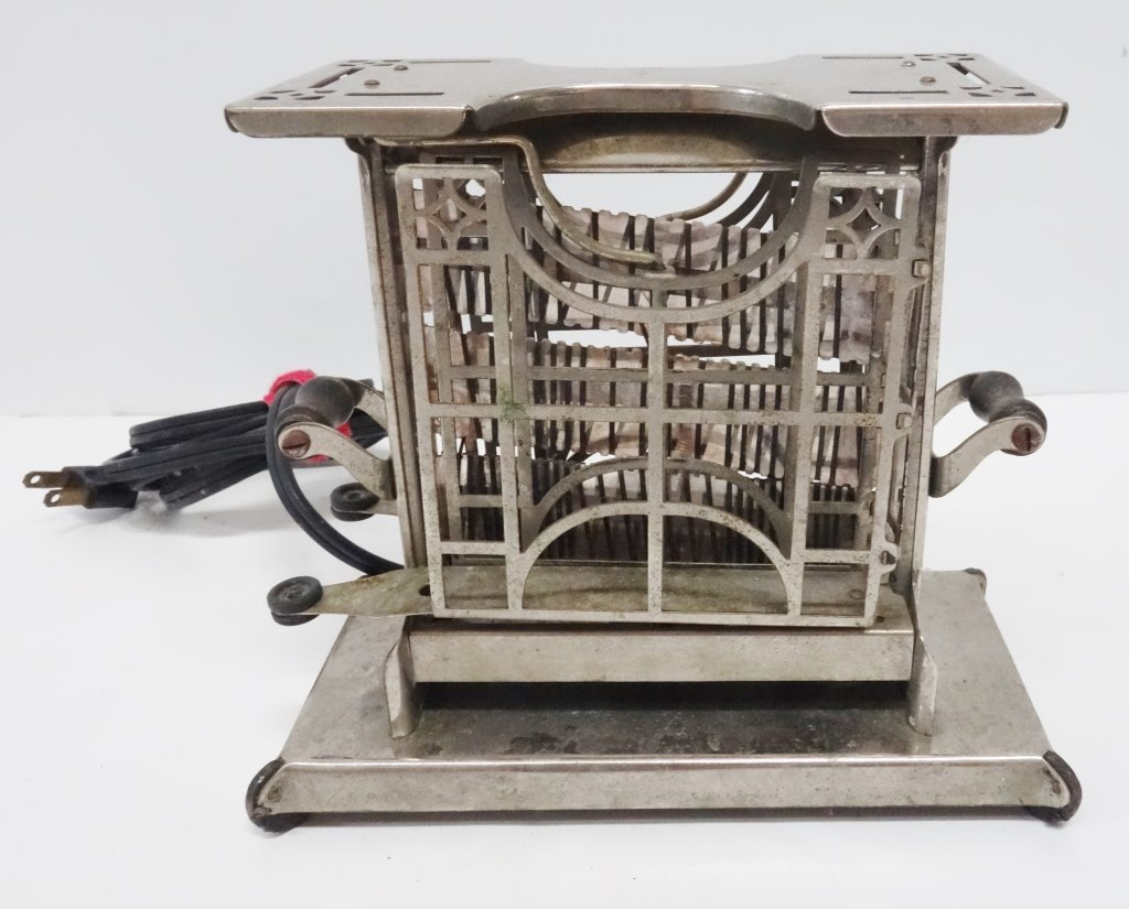 Antique 1915 Universal toaster