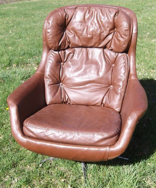 Mid-century modern Brown leather lounge chair