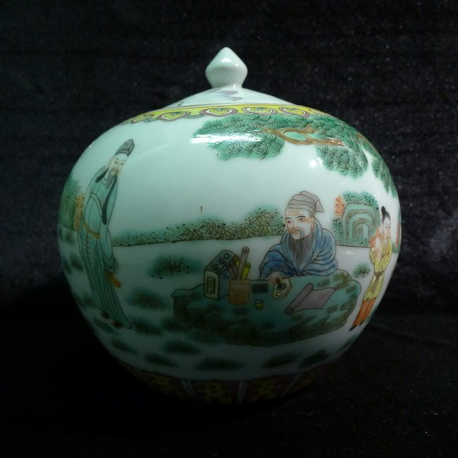 A Chinese Antique Famille Rose Jar Xian SiaoXiong
