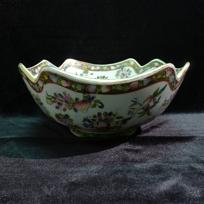 A Chinese antique famille rose bowl