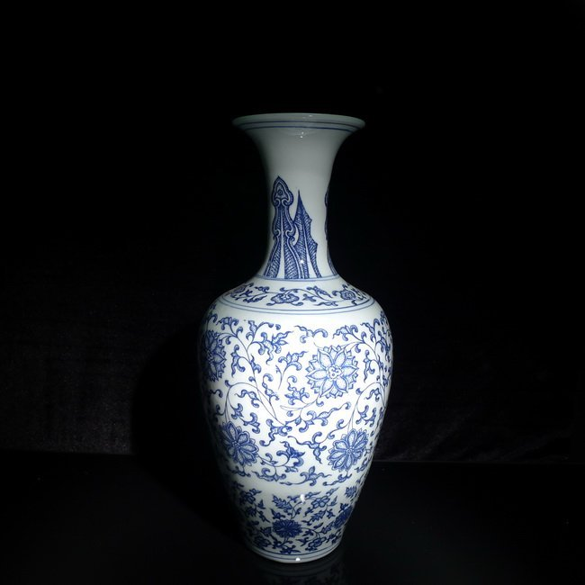 A Chinese blue and white Guanyin bottle