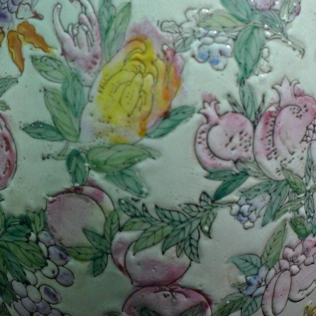 A Chinese famille rose olives vase - 7