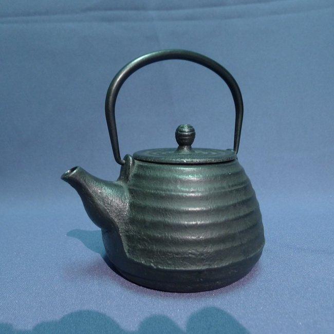 A Japanese 18/19th century Iron Teapot - 2