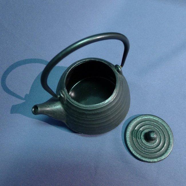 A Japanese 18/19th century Iron Teapot - 3