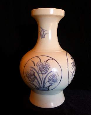 A Chinese Antique blue and white vase