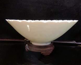 Qianlong Beans Celadon Glaze Ltus Floral Armless Bowl