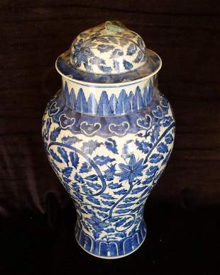 Early Qing Dynasty Blue & White Porcelain Jar