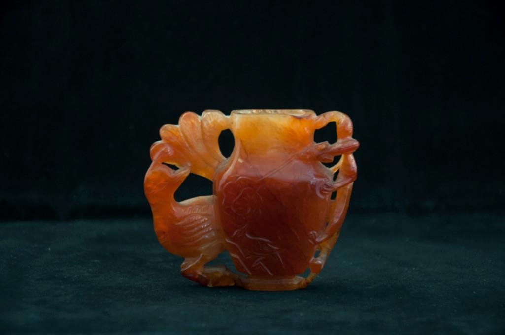 3: A CHINESE STRIPED AGATE VASE - 2