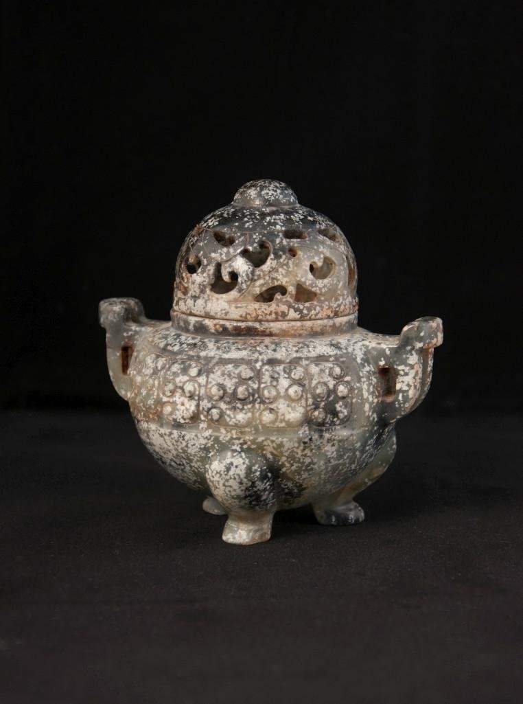 9: AN ARCHAISTIC JADE CENSER AND COVE