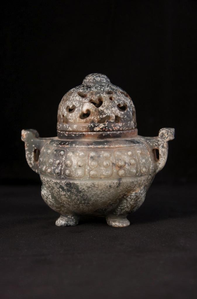 9: AN ARCHAISTIC JADE CENSER AND COVE - 3