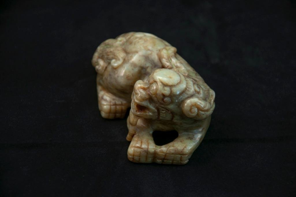 15: A GREEN JADE CARVING OF A LION DOG - 3