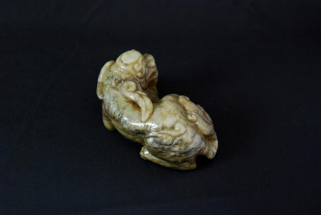 15: A GREEN JADE CARVING OF A LION DOG - 4