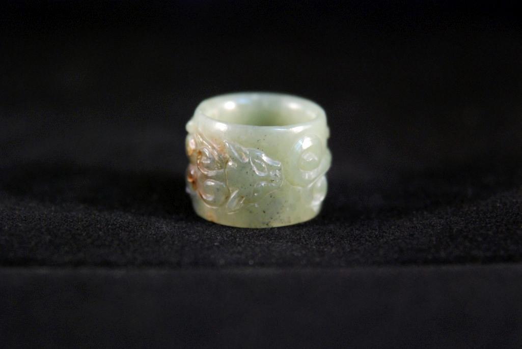 19: VINTAGE APPLE GREEN JADE RING