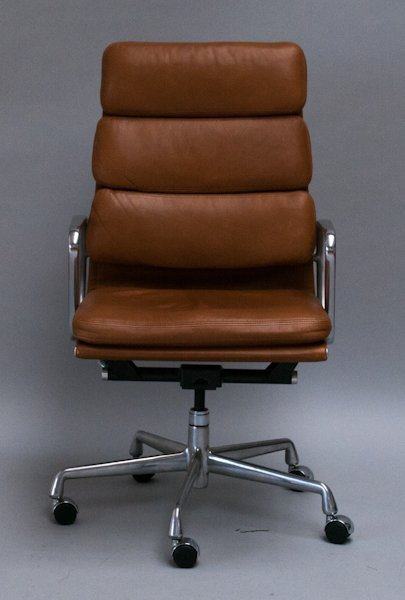 120: Eames Aluminum Group Soft Pad Executive Chair,