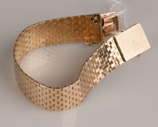 7: A 14k Yellow Gold Bracelet