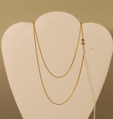 11: A 18K Yellow Gold Diamond Cut Cable Link Chain