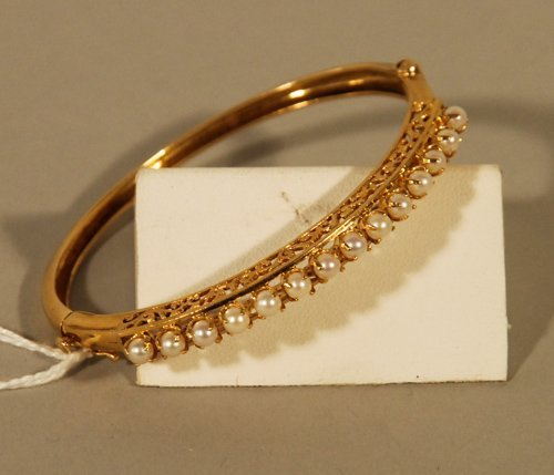 14: 14K Yellow Gold and Pearl Bangle Bracelet