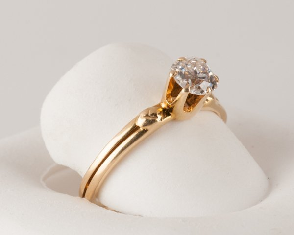 10: 18K Yellow Gold Diamond Solitaire Ring, 2.5 grams,